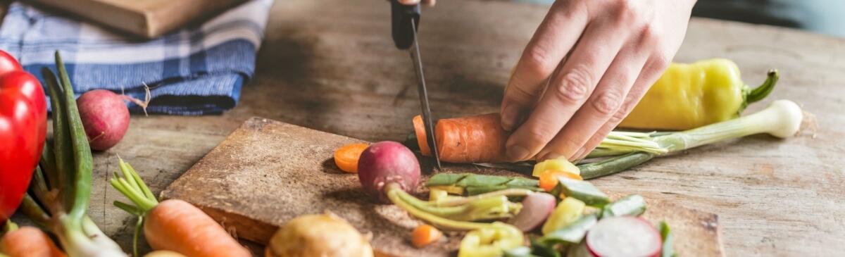 4-astuces-pour-bien-cuisiner-sans-depenser-plus_full_desktop